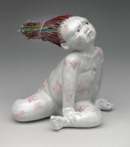 Mobile Girl – with Dead Battery, 2015. L15 x H13 x D10 cm. Porcelain and telephone wire, modeled. Photo E.A.Clarke