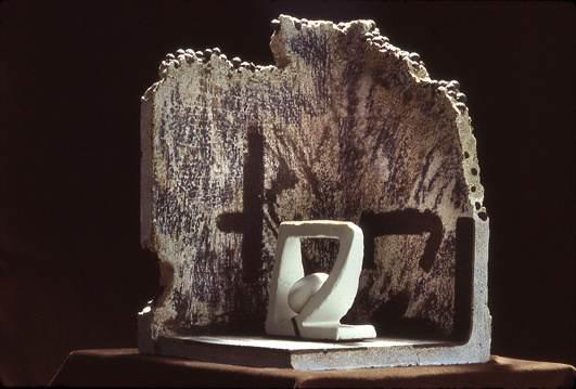Sema-Clef (interior view) 1984. 43 X 30 x 28 cm. Assemblage, Porcelain, betonic (concrete clay). Photo: Richard Cyr