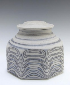 Robin Hopper, Lidded Jar Faceted Three-Coloured agate ware. Permission of the artist. Photo by Judi Dyelle