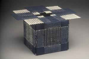 Blue Butterfly Box, 1991. Porcelain, plexi- tubing, (wire and beads as connectors). 13 x13 x 13 cm. Photo: Julien Beveridge