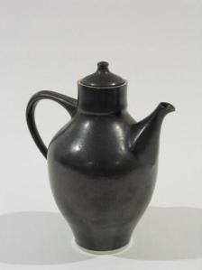 Ruth Gowdy McKinley. Teapot. 1955. 19.1 x 15.2 x 10.2 cm. Porcelain, black glaze. Gardiner Museum. Promised Gift from the Raphael Yu Collection. The date indicates a work from her student years at Alfred.