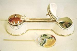 """Campbell """"Double Lollipop Box,"""" 1978. C/10 porcelain, reduction, lustres. 45 cm long. Courtesy of the artist."""