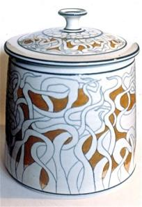 Campbell, large covered jar, 1978. Tendril design drawn with under glaze pencil porcelain, C/10 reduction, lustred, 32 cm high. Courtesy of the artist.