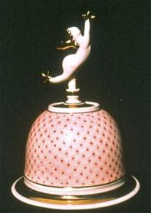 Campbell, Sweeter Than Honey, 1989. 20 cm high, airbrushed, red glass enamel, gold lustre fired to C/018, Porcelain, oxidation C/6, 1989. Courtesy of the artist.