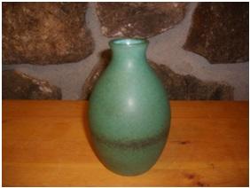Gaetan beaudin 1954 - 73 . North Hatley blue vase. Photo Collectoboce. L'Association des collectionneurs de céramique du Québec.