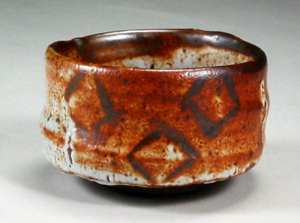 John Chalke. Shino Tea Bowl, not dated. 10cm. The Carol and Richard Selfridge Collection.