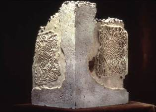 Sema-Clef (exterior view) 1984. 43 X 30 x 28 cm. Assemblage, Porcelain, betonic (concrete clay). Photo: Richard Cyr