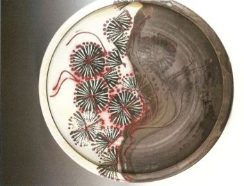 Robin Hopper. Fan Plate, B'Oribe Series. 1987. Multiple glazes. Sponge stamping and trailing. over dry tin opacifed white glaze that turned red from volatile copper, glaze trailing. Gas fired reduction cone 10. 45.7 cm diam. Photo: Judi Dyelle.
