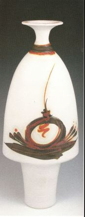 Robin Hopper.Footed Parabolic Bottle. SouthWest Series. 1987. White terra sigillata, bronze pigment, once fired cone 8 in oxidation, trailed chrome red glaze fired cone 06. 43.2 x 12.7 cm. Photo: Judi Dyelle.
