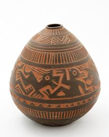 Helga Grove. Vase, fable animal sgraffito on red clay, 1953. 9 x 19 cm. Private collection. Photo: Photo: Robert Matheson.