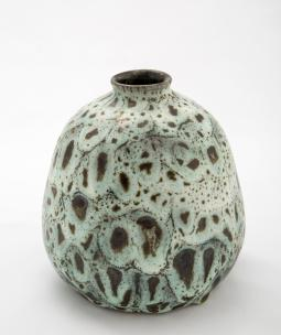 Jan Grove. Vase, black green feathered glaze, 1980. 12 x 11 cm. Collection of the artists. Photo: Robert Matheson.