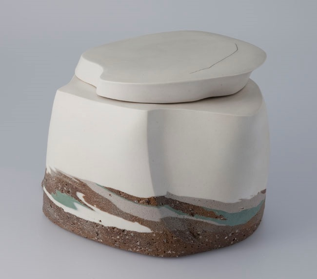 Les Manning. 1998. GLORY PASS. stoneware, porcelain thrown, altered. 16 x 19.5 x 25.5 cm. Collection: Alberta Foundation for the Arts.