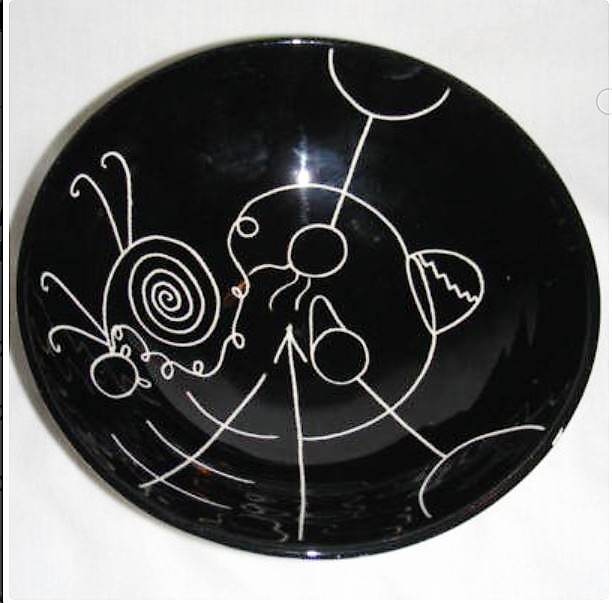 David Lambert . The Little Stick Family Bowl, 1963. 15.2 diam x 5.1 depth cm. Sgraffito on black glaze on white clay.