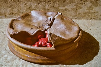 Victor Cicansky. Zippered Casserole. 1967. Stoneware clay, glaze, acrylic. 14 x 35.6 cm.