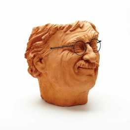 Victor Cicansky, Self Portrait, clay, 38.1 x 33 x 35.6 cm, 1995. Image: Charles Bronfman's Claridge Collection of Decorative Arts/Waddingtons
