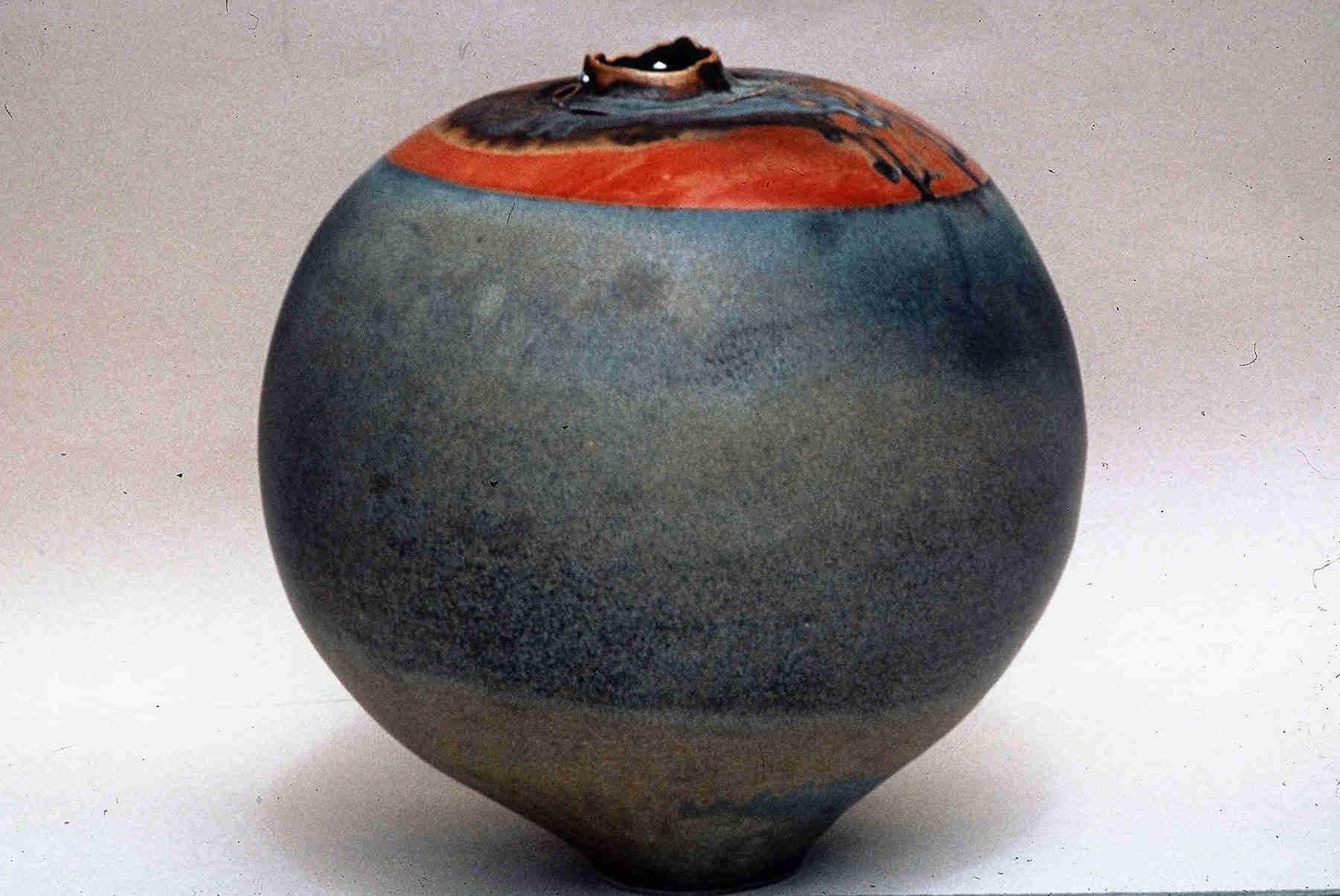 Valerie Metcalfe. 1993.. Vase. Porcelain, solder. 27.9 cm h.
