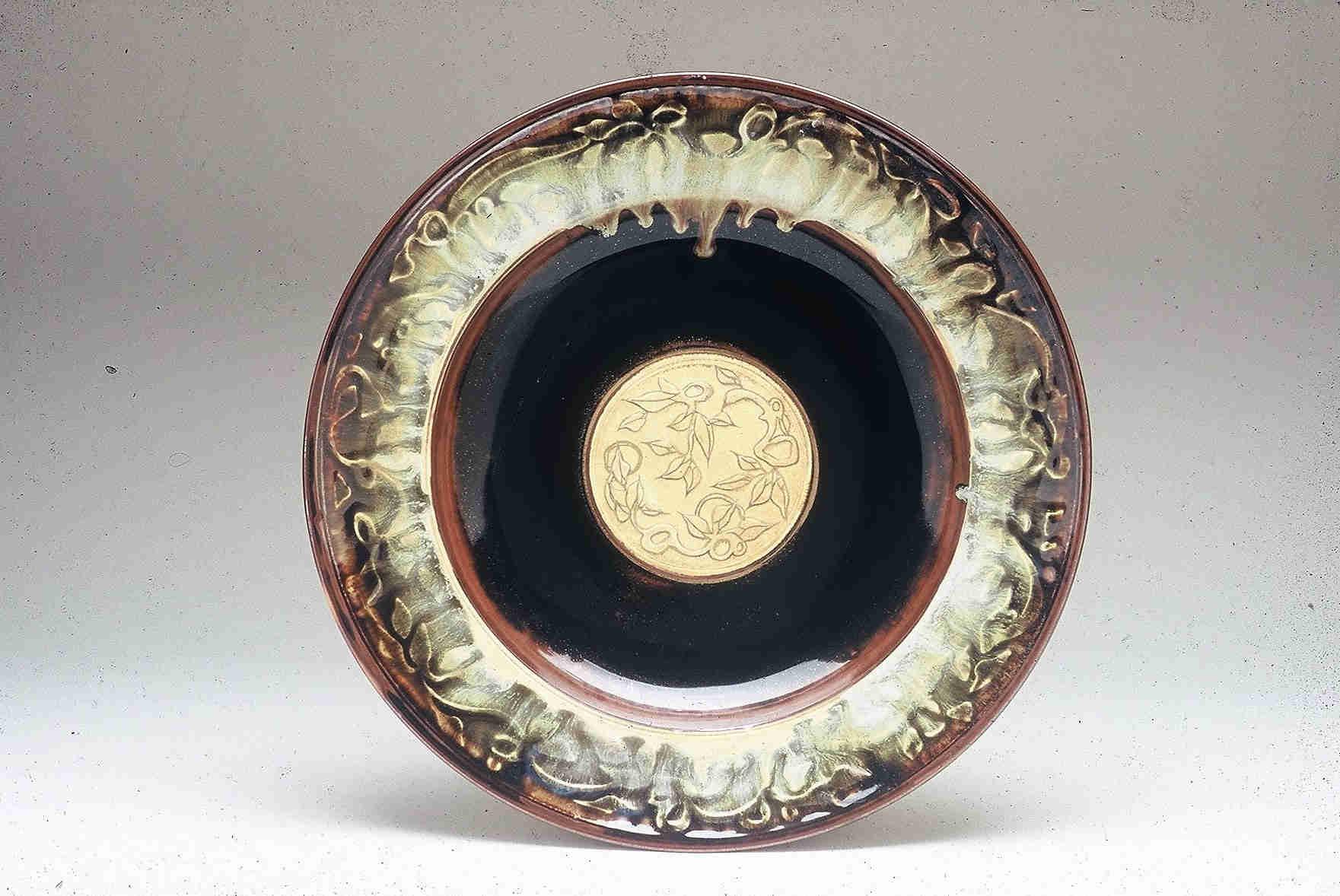 Valerie Metcalfe. 2004. Large Platter. Porcelain, gold lustre. 44.5 cm..w.