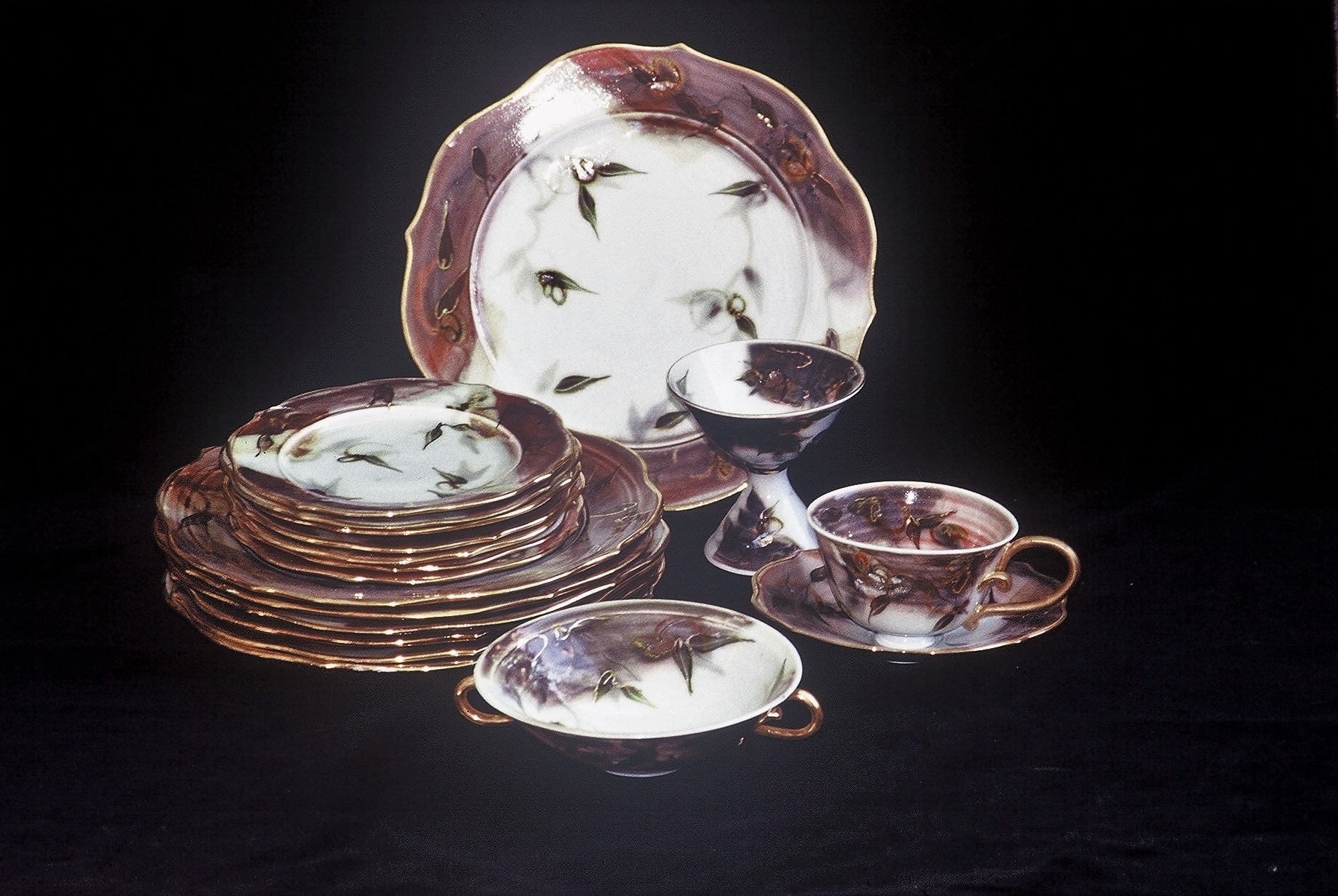 Valerie Metcalfe. c.1987-88. Painted Dinner set with gold lustre. Porcelain, Gold Lustre. Plate: 30.5 cm; side plate: 20.3 cm; bowl 17.8 cm; saucer 12.7 cm; cup 8.9 x 8.9 cm.