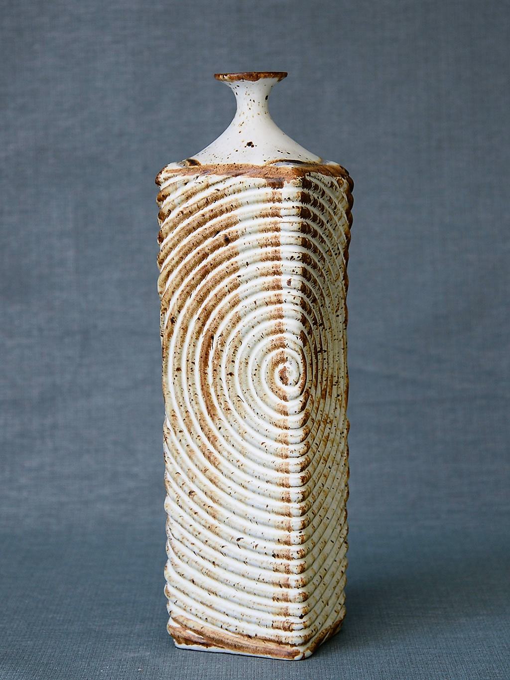 Donn Zver. 1971. Spiral Vase. Art Gallery of Burlington Collection.